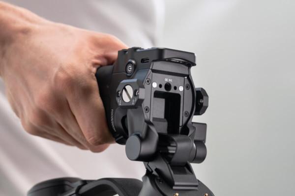 DJI RSC 2「4分1-20ネジ穴 & ARRI規格対応 位置決め穴」の画像